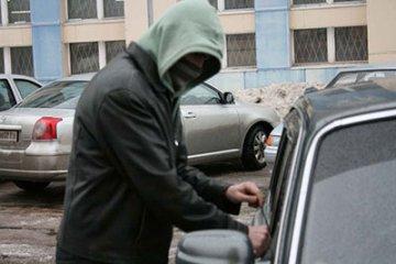 Полицейские раскрыли угон машины в центре Курска