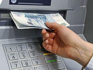 В аэропорту Нижневартовска полиция задержала вора, который украл из банкомата забытые клиентом деньги
