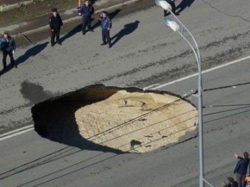 Тюменцы через интернет помогают дорожникам выявить ямы и провалы на магистралях города