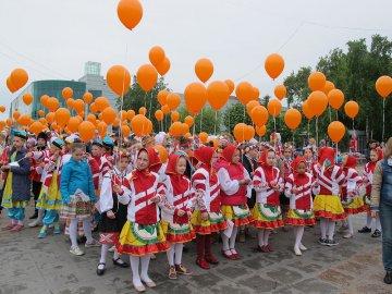 В Тюмени на Цветном бульваре прошел Арт - парад