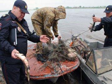 Тобольские полицейские задержали двоих рыбаков за незаконный лов стерляди