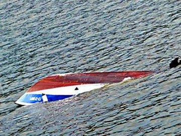 В ХМАО затонул небольшой катер, погиб двухлетний ребёнок