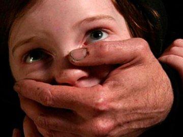 В Тюмени 50-летний мужчина 3 месяца насиловал несовершеннолетнюю девочку