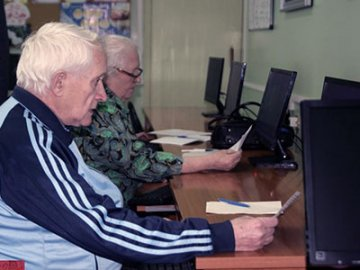 Пожилые тюменцы заняли призовые места на чемпионате по компьютерному многоборью