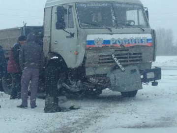 У ТЦ на ул. Пермякова, двигавшийся задним ходом грузовик, сбил молодую тюменку