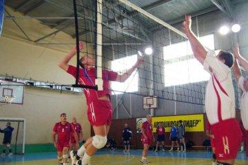 Тюменские волейболисты начали борьбу за титул чемпиона города