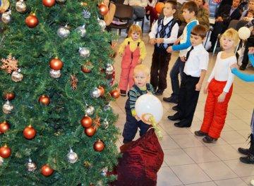 Тюменские дети побывали на первой городской новогодней ёлке